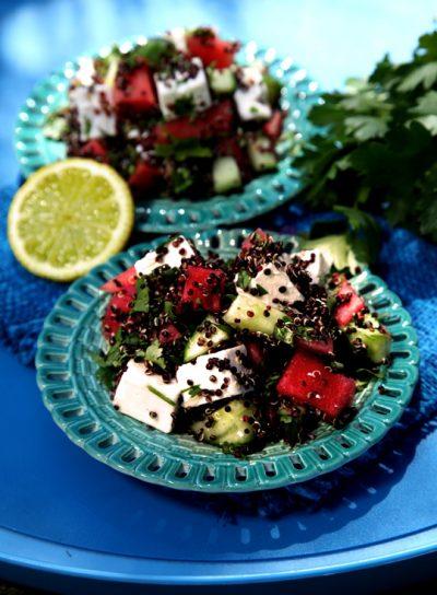 Sommersalat mit schwarzem Quinoa