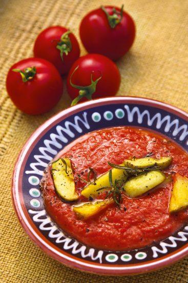 Tomatensuppe mit Rosmarinkartoffeln