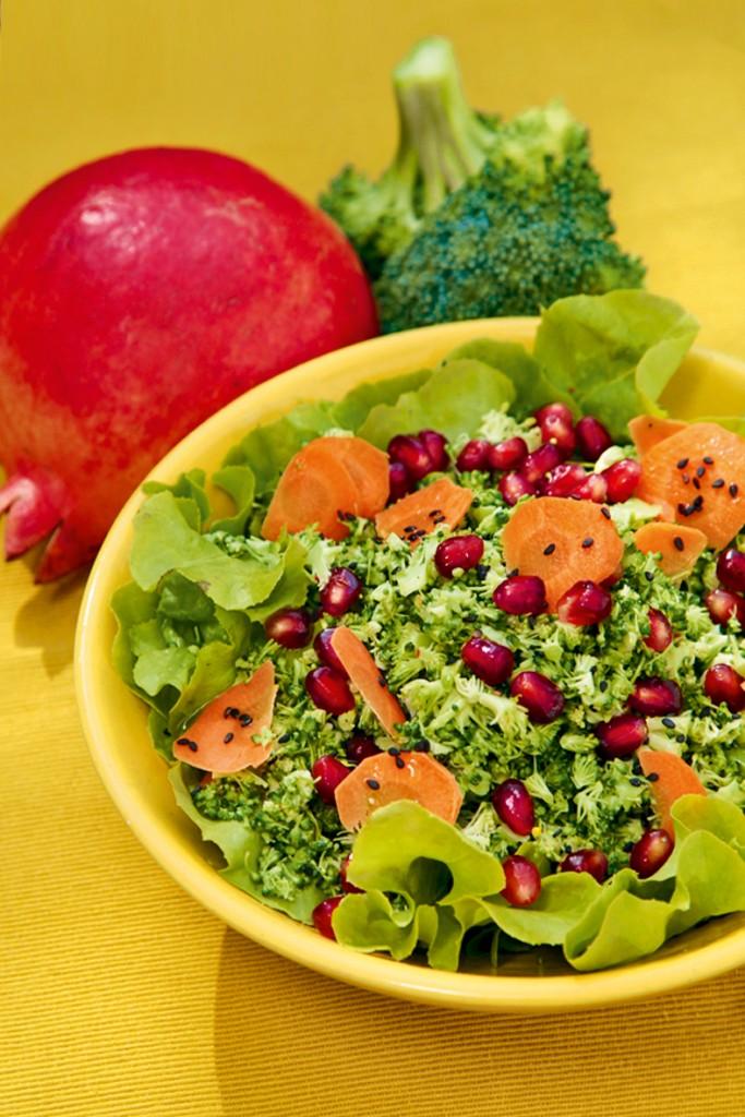 Brokkolisalat mit Granatapfel