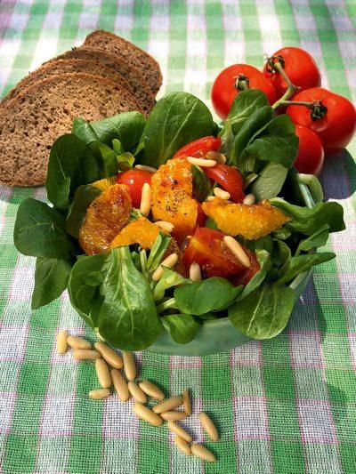 Feldsalat mit warmen Orangen-Tomaten